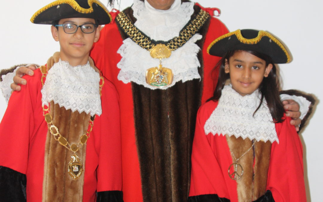 Lord Mayor of Bradford unveils new Mayor and Mayoress of Thornbury Primary Leadership Academy